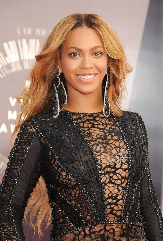 Celebrities in Awe of Beyonce Grammys Performance